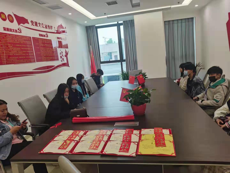 重庆市涪陵创新计算机学校隆重举行了2019级优秀实习生表彰大会